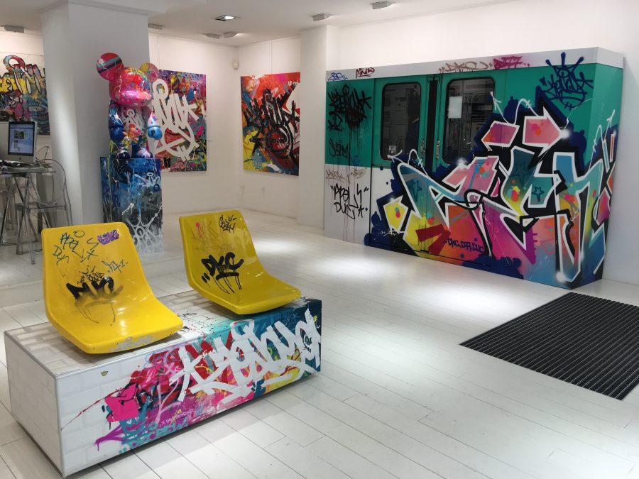 """Vue de l'exposition de Zenoy """"Colors Addict"""" à la galerie Géraldine Zberro"""
