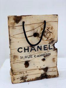 Joris Ghilini « Chanel » sculpture en bois 23 x 21 x 7cm.